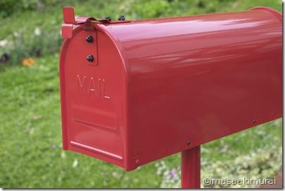 真っ赤な郵便受け